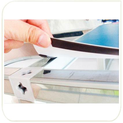 Магнитное крепление фотополотен на профиль с магнитной лентой.