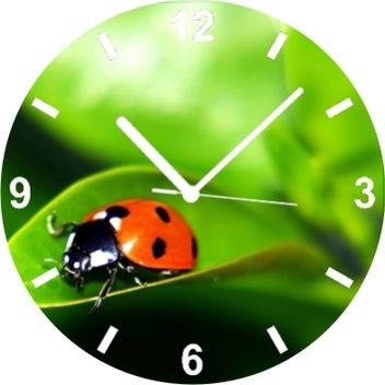 Производство стеклянных круглых часов с печатью.