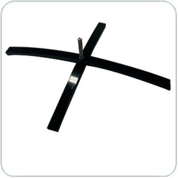 черная металлическая крестовина для флага