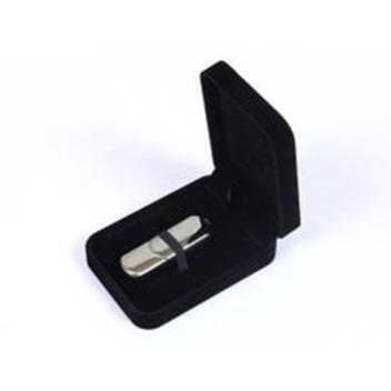 Каплевидная флешка в чорном футляре.