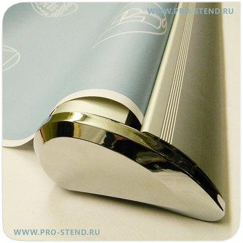 Современный стильный дизайн стенда с хромированными блестящими торцами каплевидной формы
