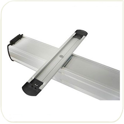 Пластиковые опоры для устойчивости стенда.
