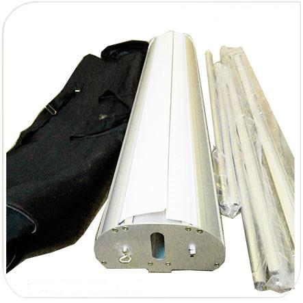 комплектация двухстороннего роллапа: каркас, 2 вертикальных стойки, 2 зажимных клипсы для баннера, сумка.