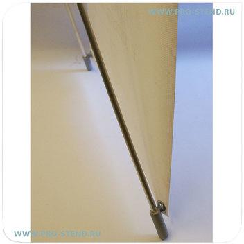 Легкость сборки стенда - достаточно баннер просто повесить на крючки на опорах стенда и растянуть